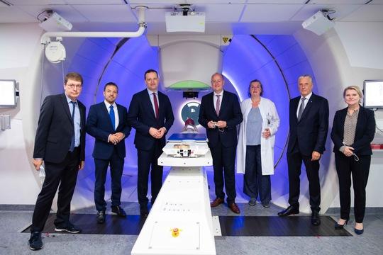 Spitzenmedizin und Mitarbeiter-Fragen: Gesundheitsminister Jens Spahn besuchte die Universitätsmedizin Essen
